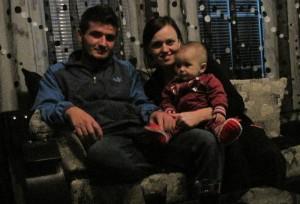 Aurela mit ihren Eltern im Oktober 2012