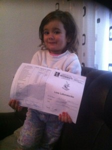 Aurela mit ihrem Laborbericht (November 2014)