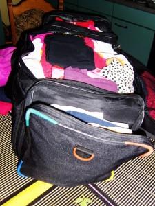 Winterkleidung für Aurela in der Reisetasche
